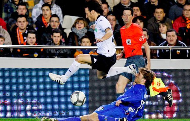 2-1. La contra local, con Villa como goleador, pudo con el dominio visitante
