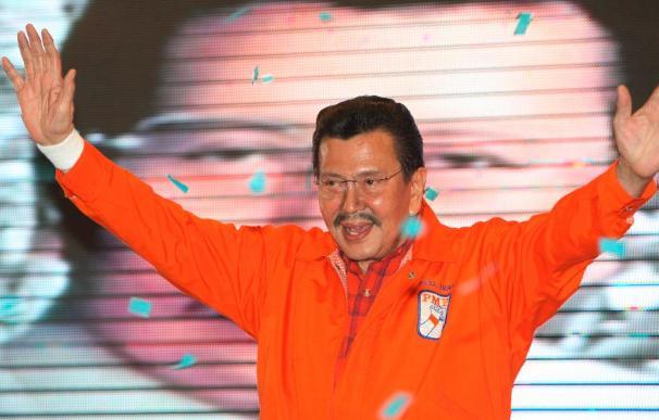 Joseph Estrada denuncia sobornos para que se retire de la carrera presidencial