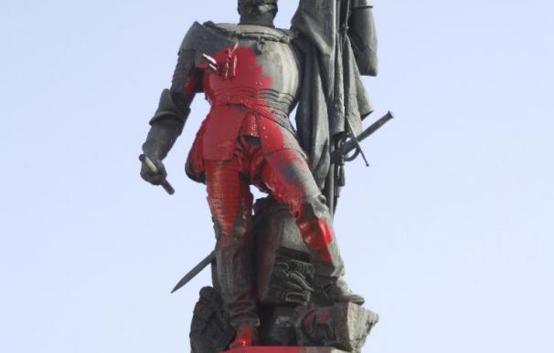 """""""Hernán Cortés no pisa un indio, sino ídolos aztecas"""", afirman los vecinos"""