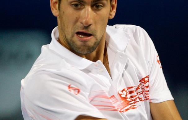 Djokovic y Murray debutan con cómodas victorias
