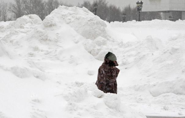 La mayor nevada desde 1966 sepulta Moscú, pero no afecta al transporte