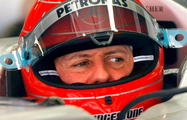 Schumacher y Vettel mantienen el ritmo de Massa y Hamilton