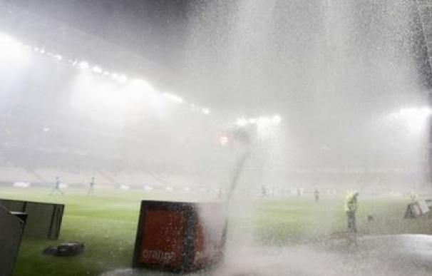 El partido que enfrentaba a Niza y Nantes fue suspendido por la lluvia/ AFP