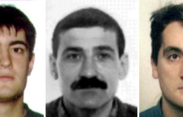 """La Guardia Civil """"prácticamente"""" ha descartado que Jiménez Morales (centro) sea el tercer supuesto etarra detenido en Francia."""