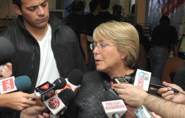 Bachelet le pide fuerza a los chilenos para enfrentar el peor terremoto en medio siglo