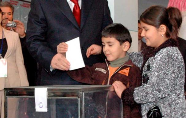 Tayikistán, país más pobre de Asia Central, celebra comicios parlamentarios