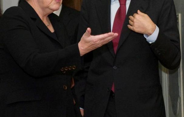 Zapatero intentará consensuar con Merkel la estrategia económica de la UE