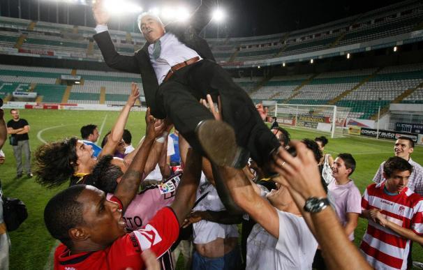 El Granada se prepara para festejar junto al equipo el ascenso a Primera