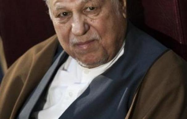 Vetado electoralmente, Rafsanyani llama ignorantes a los líderes iraníes