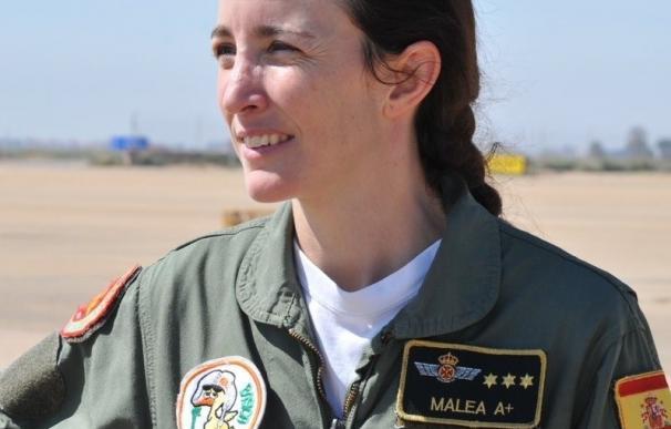 El grupo de vuelo acrobático de la Patrulla Águila incorpora a la primera mujer piloto de caza