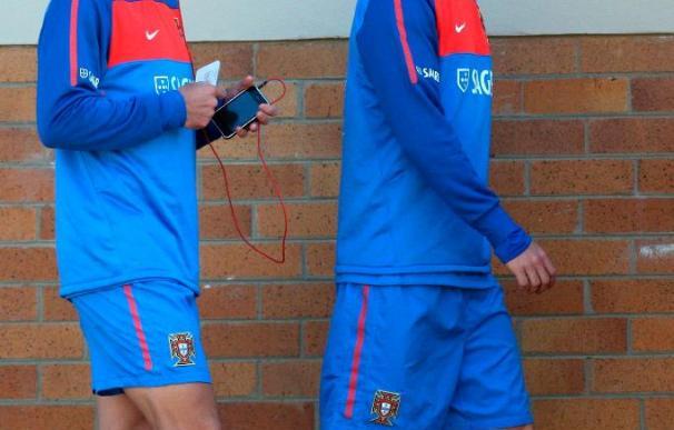 Deco vuelve a entrenarse con el grupo y es una opción para el partido ante España