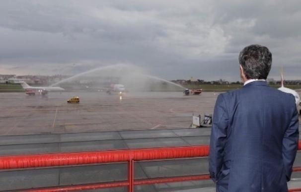 El Seve Ballesteros estrena su octava compañía aérea con un vuelo procedente de Varsovia