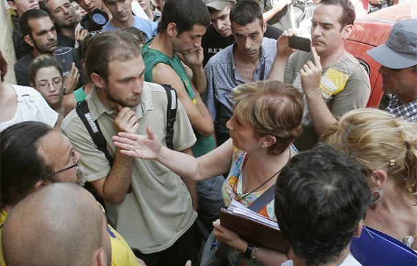 Los 'Indignados' consiguen aplazar en Madrid el desahucio de una inquilina que adeuda once meses al propietario