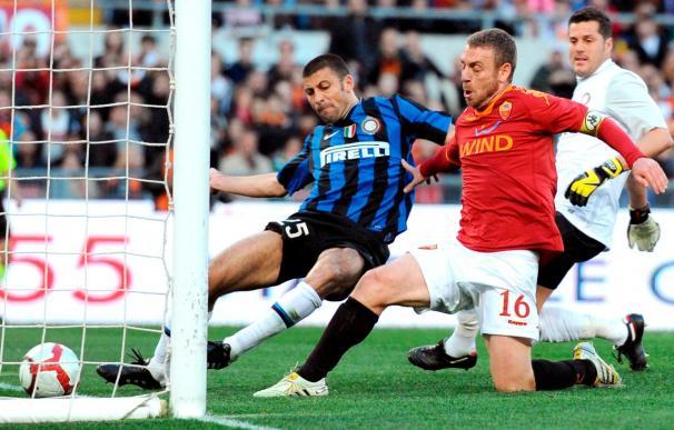 """El Roma se impone al Inter (2-1) y pone al """"rojo vivo"""" el """"scudetto"""""""
