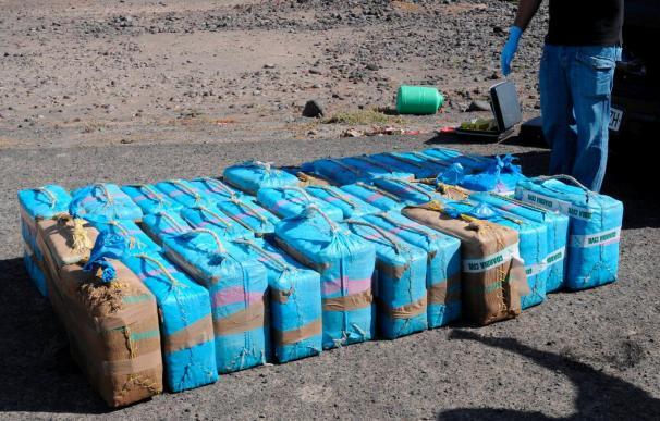 Interceptan una lancha con 719 kilos de hachís en aguas del Estrecho