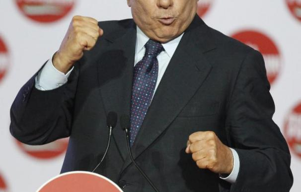 Envían una carta a Berlusconi con una bala y amenazas