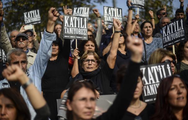 Manifestantes recuerdan a las víctimas del doble atentado suicida de Ankara/AFP