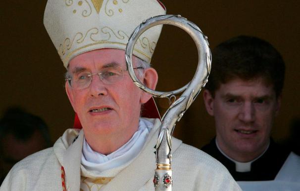Dimite el obispo irlandés secretario de papas implicado en casos pederastia