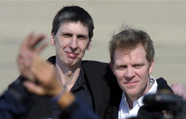 Llegan a Francia los dos periodistas liberados en Afganistán