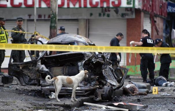 Al menos tres muertos por un carro bomba en principal puerto colombiano