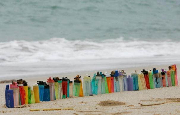 Los plásticos duros se biodegradan y contaminan los mares
