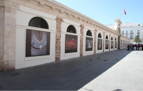 El Ayuntamiento de Cádiz saca a la calle parte de la colección de 'Interiores Robados'