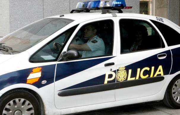 Una hija menor avisa a la Policía y se interpone entre sus padres para evitar una agresión