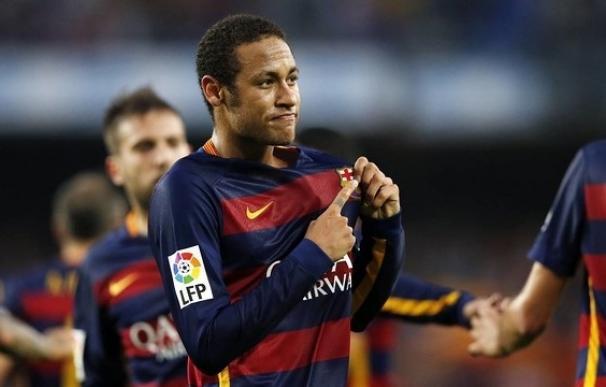 El juez interrogará este martes a Neymar y sus padres, investigados por irregularidades en su fichaje / EP.