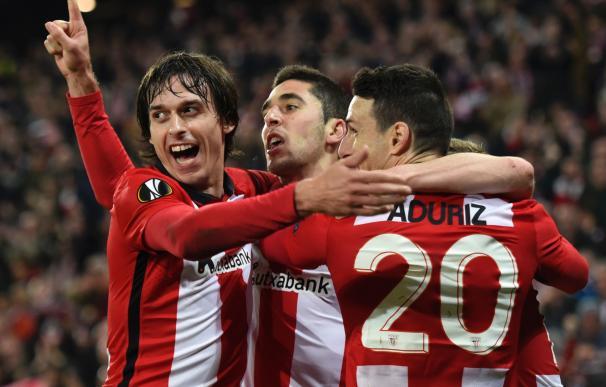 Athletic Bilbao's midfielder Sabin Merino (C) cele