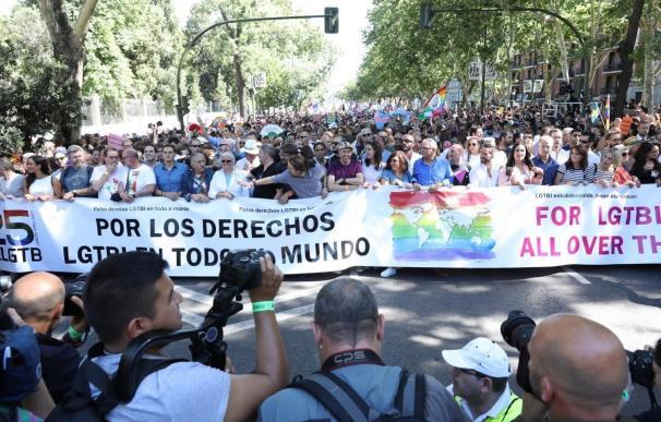 Arranca una manifestación multitudinaria encabezada por políticos de casi todos los partidos