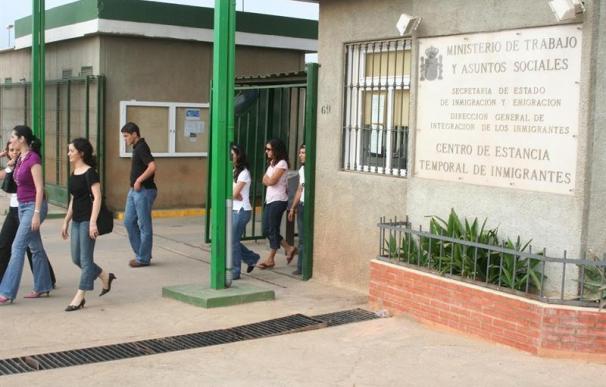 Consiguen entrar en Melilla 23 subsaharianos en tres barcas de juguete