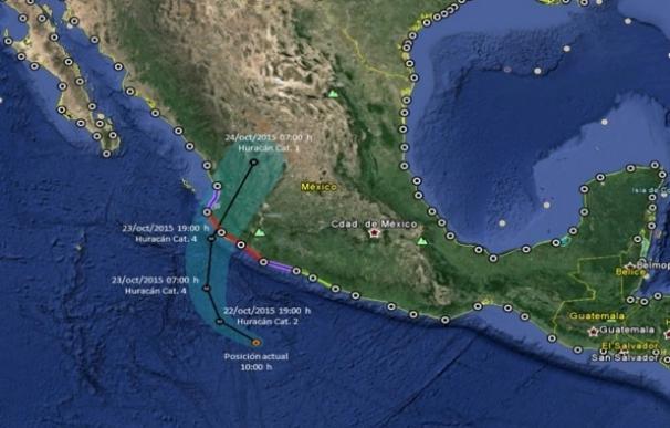 Unas 50.000 personas inician la evacuación ante la llegada del huracán 'Patricia' a la costa de México