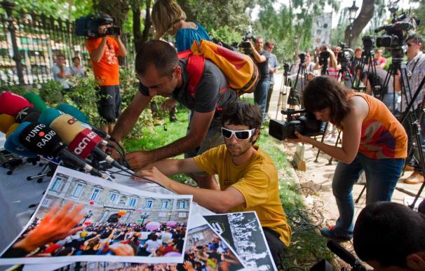 """Los """"indignados"""" de Barcelona se desmarcan de los violentos, a los que aún buscan los Mossos"""