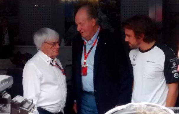 El Rey Juan Carlos visita a Fernando Alonso en el GP de México