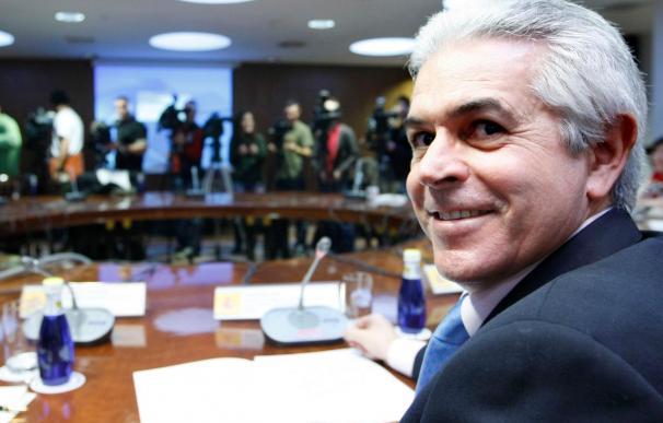 """Ros dice que el Gobierno ha invertido 8.000 millones en """"telecos"""" desde 2005"""