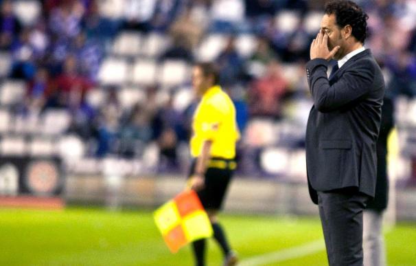 El entrenador del Elche asegura que la eliminatoria contra el Granada está al cincuenta por cien