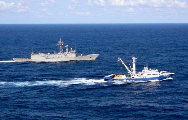 Un atunero vasco huye de un ataque pirata en aguas de Madagascar