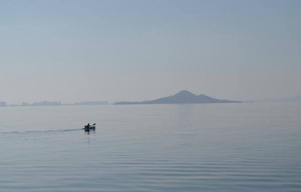 """La Comisión de Seguimiento del Mar Menor constata """"una mejoría"""" con """"unas aguas claras y limpias"""""""