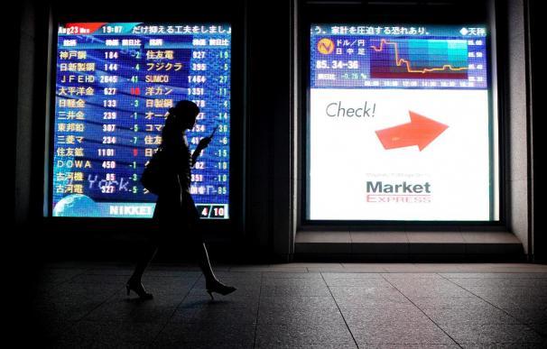 El Nikkei cae de los 9.000 puntos por primera vez desde mayo de 2009