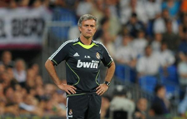 José Mourinho, en el banquillo del Bernabéu