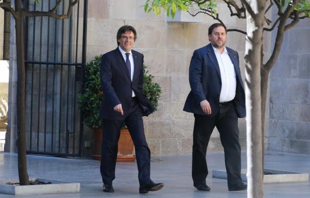 Puigdemont y Junqueras reciben a Homs para abordar su declaración en el Supremo por el 9N