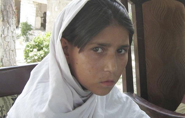 Detienen en Pakistán a una niña de ocho años con un chaleco lleno de explosivos