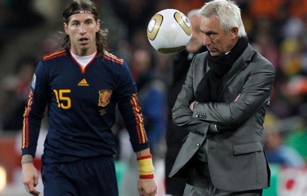 "Van Marwijk afirma que Holanda hizo faltas ""por la desventaja individual frente a España"""