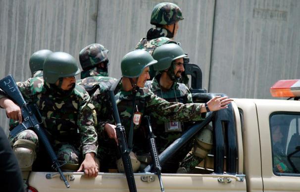 Un comando talibán ataca el aeropuerto de la ciudad afgana de Jalalabad