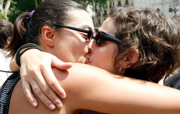 """""""Besada popular"""" contra la prohibición de prácticas sexuales en las calles de Bilbao"""