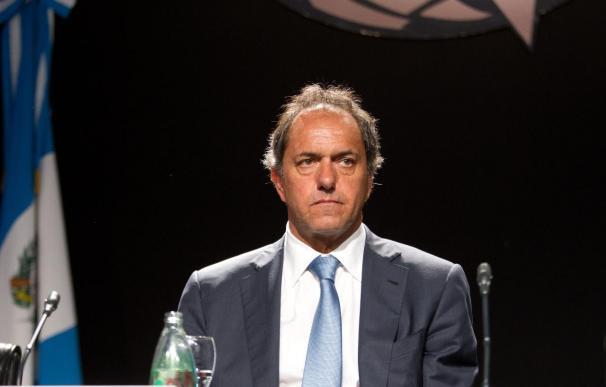El oficialista Scioli lidera la carrera presidencial en Argentina, según un sondeo