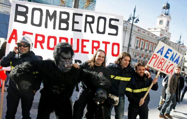 Los bomberos de AENA se concentran hoy en El Prat y en Barajas contra la privatización