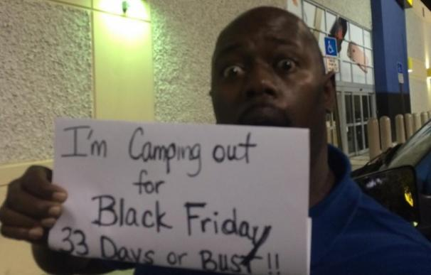 Kevin Sutton acampará 33 días para el Black Friday por una buena causa