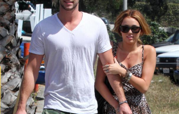 El padre de Miley Cyrus está encantado con el novio de su hija