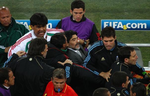 Mundial 2010: Argentina y México se pelaron camino de los vestuarios